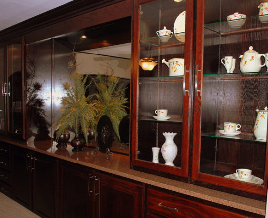Merlot Specialty Stain   Display Hutch