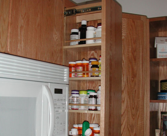 Pullout filler - upper shelves